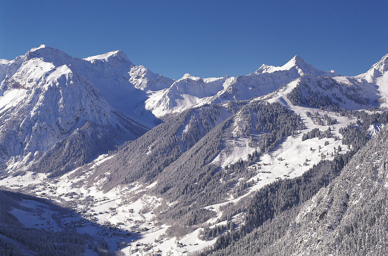 The large, well-known ski regions in Vorarlberg are nearby.