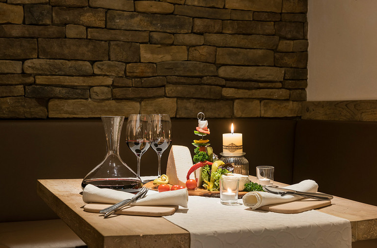 You will find a wide range of assorted wines at the Restaurant Garfrenga